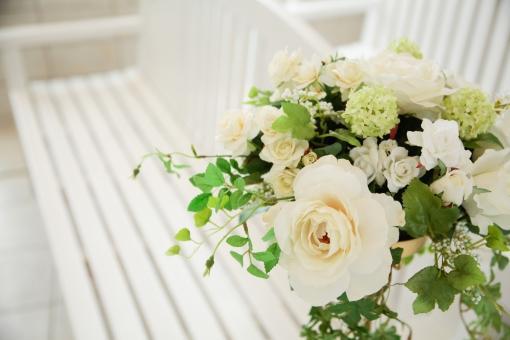 白いお花と挙式会場