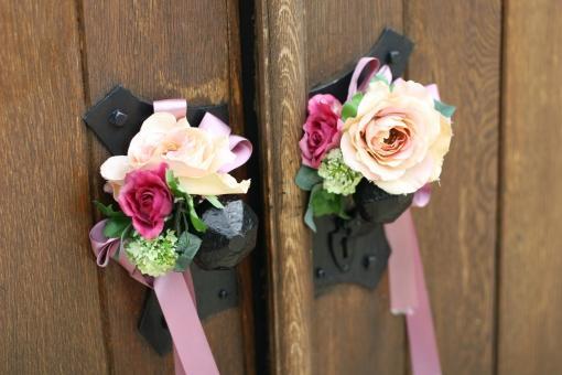 結婚式の扉とお花