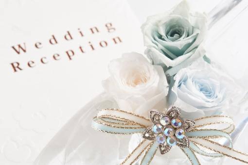 ブルーローズと結婚式招待状