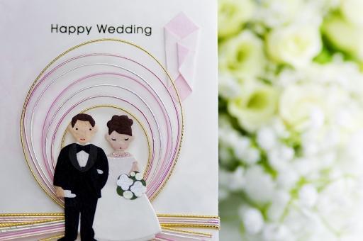 新郎新婦がモチーフのご祝儀と白いお花