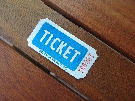 ベンチに置かれた抽選チケット