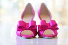 ピンクのブライダルシューズ