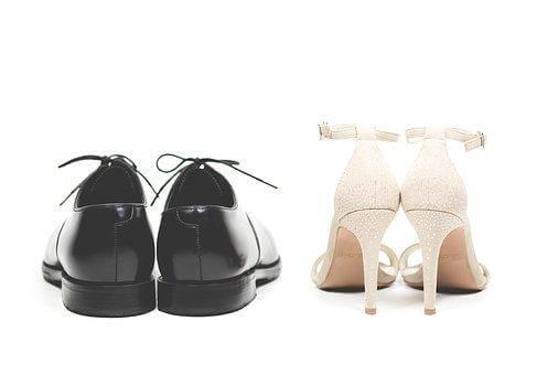 並んだ新郎新婦の靴